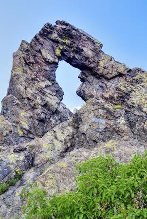 현상: Stone ring phenomenon formation in the mountain