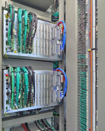 Bedieningspaneel met elektronische toestellen close-up