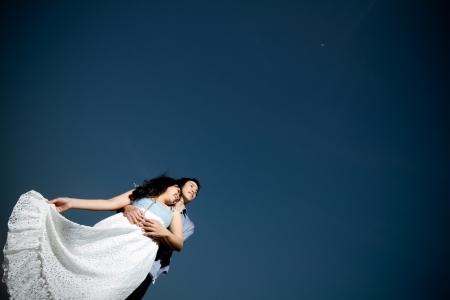 Un in amore giovane coppia in emozione romantica al chiaro di luna Archivio Fotografico - 18349357