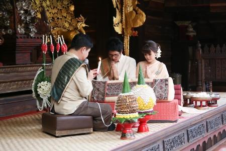 Bride and Groom in traditional thai northen style wedding ceremony Archivio Fotografico