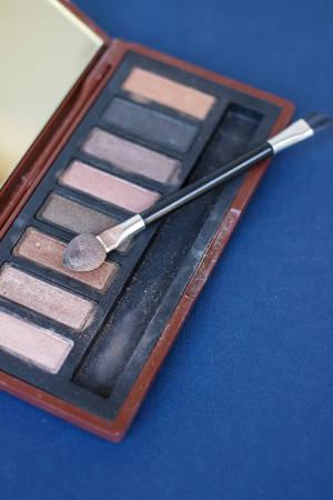 brown eye: Used brown eye shadows of makeup artist.