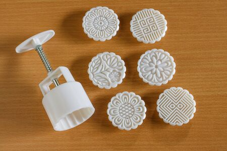 mould: plastic mold for make mooncake.