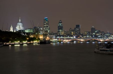 Night scene of London along the river Thames Stock Photo - 3299880