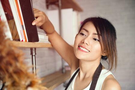 Asian woman cleaning house happy mood,focus on face Banco de Imagens