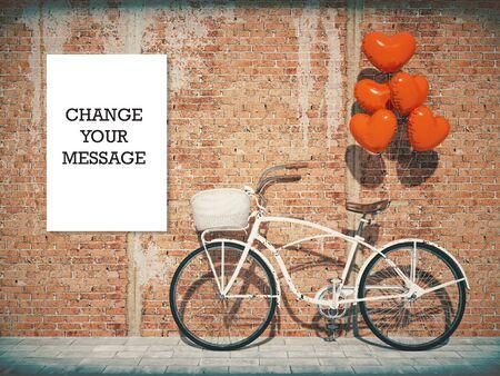 Uitstekende fiets die naast houten muur wordt geparkeerd. Rode hartvormige ballonnen.