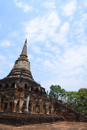 Wat Si Chum temple in Sukhothai historical park photo