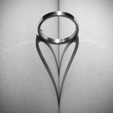 espiritu santo: Anillo de una sombra en forma de corazón.