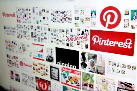 Pinterest in serach motor op een computerscherm Redactioneel