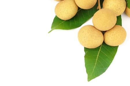 longan fruit geïsoleerd op witte achtergrond