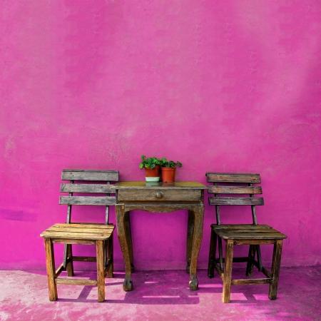 oude vintage houten stoel en tafel Stockfoto