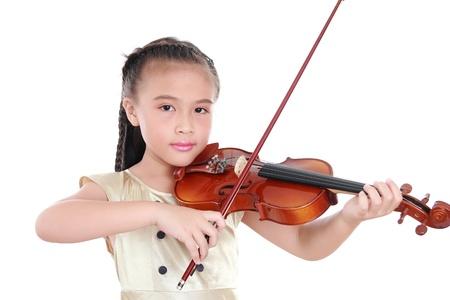 violinista: Niña con el violín aislado en fondo blanco