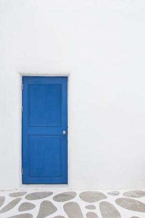 Witte Muur Met Blauwe Deur