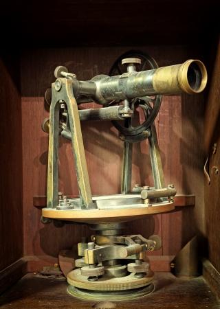 topografo: antiguo instrumento de medici�n de la topograf�a y la alineaci�n