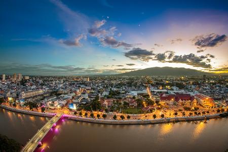 Chiang Mai cityscape bij schemering Stockfoto