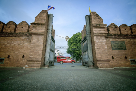 th� ¨: Tha phae gate with Red car Chiang mai Archivio Fotografico