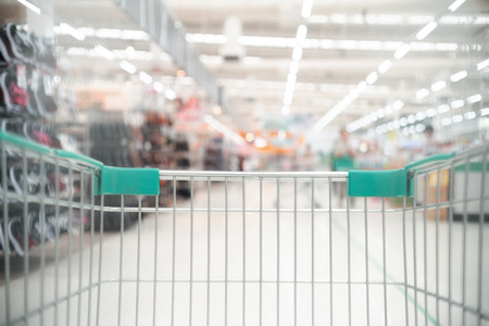 Shopping cart in supermarket Stockfoto