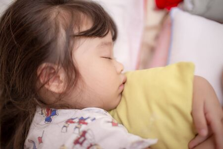 asian little girl sleeping Standard-Bild