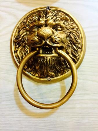 doorhandle: Door-handle knocker
