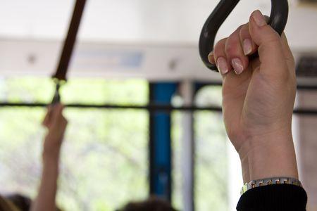 s hand bedrijf, terwijl in het openbaar vervoer als een trein, tram, trolleybus, bus of kabel. Stockfoto
