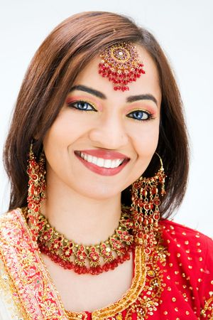 beautiful indian girl face: Beautiful Bangali bride in colorful dress, isolated