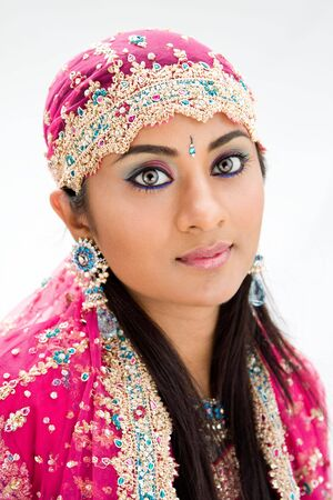 beautiful indian girl face: Beautiful Bengali bride in colorful dress, isolated