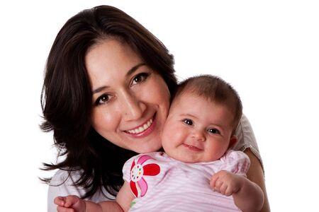 nios hispanos: Familia feliz sonriente, madre de hispanos cauc�sica junto con la hija peque�a de lindo beb�, aislada.