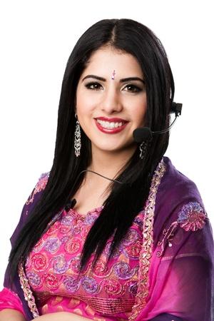 Mooie Gelukkige Indische Hindu Zakelijke Customer Service Representative bij callcenter met hoofdtelefoon microfoon, geïsoleerd.