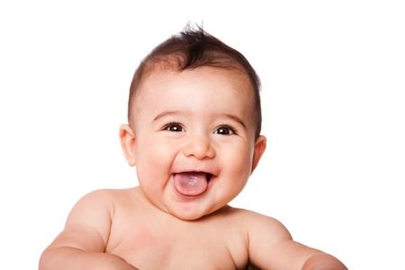 Mooie expressieve schattige gelukkige schattige lachende glimlachende baby baby gezicht met tong, geïsoleerd. Stockfoto