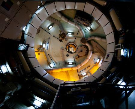 gravedad: Houston, TX, EE.UU. - 23 de enero 2015: la estación espacial Gravedad cero correr ejercicio y módulo de almacenamiento en el Centro Espacial Johnson de la NASA en Houston, TX. Editorial