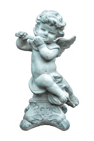 Lo strumento flauto statua di gioco carino isolato su bianco background.Angel scultura