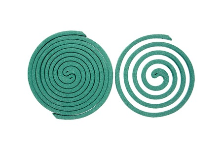 bobina: Bobina de mosquito aislado en espiral repelente de background.Mosquito blanco Foto de archivo