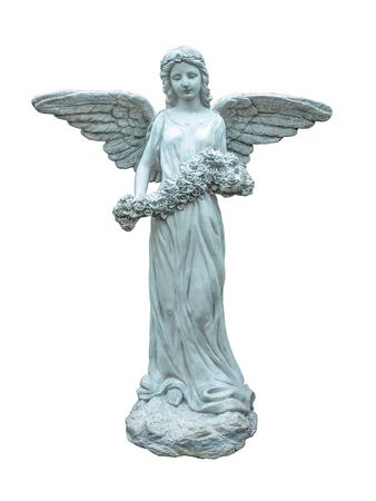 Estatua de un ángel con las flores aisladas en blanco escultura background.Angel