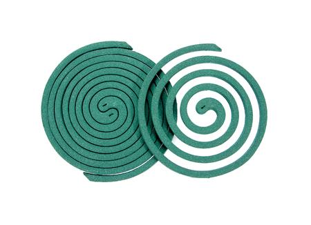 bobina: Los repelentes de mosquitos bobina de bobina aislados en blanco background.Mosquito