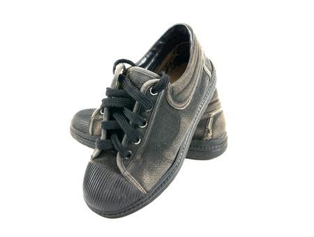 zapatos escolares: zapatos de la escuela viejas aisladas en zapatos de la escuela background.Boy blanco aisladas Foto de archivo