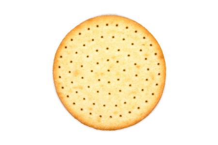 Cracker di biscotti rotondi sottili isolati su sfondo bianco