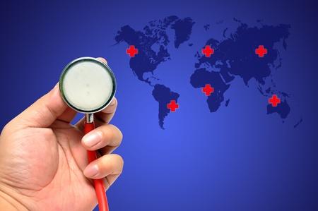 Stéthoscope sur un fond du monde, sauver le monde
