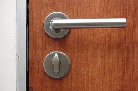 Keyhole gate