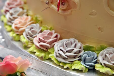 Flowers cake decoration photo