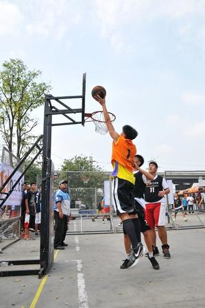 Pathumthani, Thaïlande Janvier 15. Tournoi de basketball des étudiants. Intitulé du poste-PARK AVENIR SHOOTIT RUE DU 3. Au centre commercial futur parc, Pathumthani, Thaïlande.