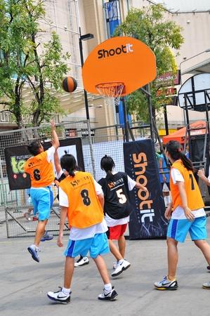 Pathumthani, Thaïlande Janvier 15. Tournoi de basket des étudiants. Titre de l'emploi-futur parc SHOOTIT RUE LE 3. Au centre commercial du futur parc, Pathumthani, Thaïlande.