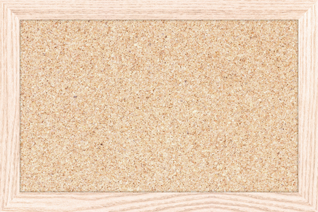 Tarjeta vacía de anuncios con un marco de madera, tablero de corcho textura, panel de corcho blanco. Foto de archivo - 57041008