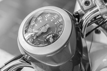 Motorfiets snelheidsmeter, Scooter snelheidsmeter. Zwart en wit.