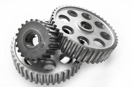 motor coche: Engranajes del coche de acero inoxidable utilizados real aislados sobre fondo blanco Foto de archivo