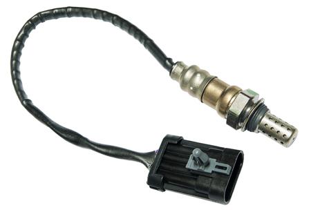 oxigeno: sistema de escape de ox�geno del sensor del coche en un fondo blanco