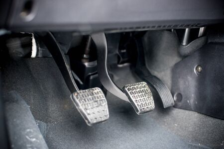 pedal: Three driving pedal with a manual transmission