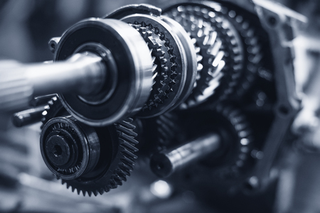 serrate: Gears transmission with shallow depth of field