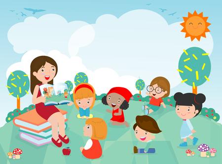 Lehrer, der Kindergartenkindern im Garten eine Geschichte erzählt, süße Kinder, die ihrem Lehrer zuhören Erzählen Sie eine Geschichte, Lehrer, der Bücher für Kinder im Kindergarten liest. Vektor-Illustration Vektorgrafik