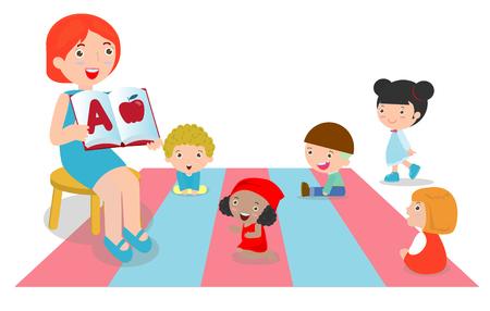 Lehrer, der Kindern um sie herum das Alphabet erklärt, Lehrer, der Bücher für Kinder im Kindergarten liest, Gruppe von Vorschulkindern und Lehrer, die in einem Klassenzimmer sitzen. Vektor-Illustration