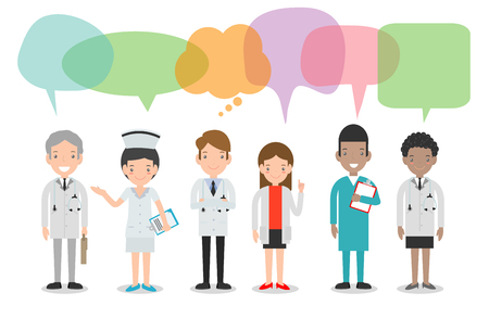 Satz von Arzt, Krankenschwestern, Medizinpersonal im flachen Stil mit Sprechblasen, Gruppe von Ärzten und Krankenschwestern und medizinischem Personal mit Sprechblasen lokalisiert auf weißem Hintergrund Vektorillustration