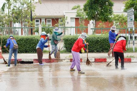 thai people: Thai people cleaning the road